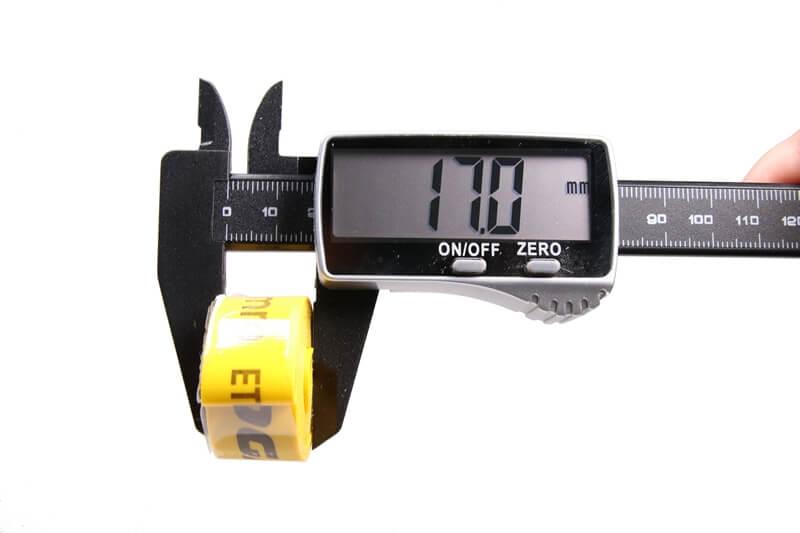 タイオガ ナイロンリムテープの幅をノギスで測っている
