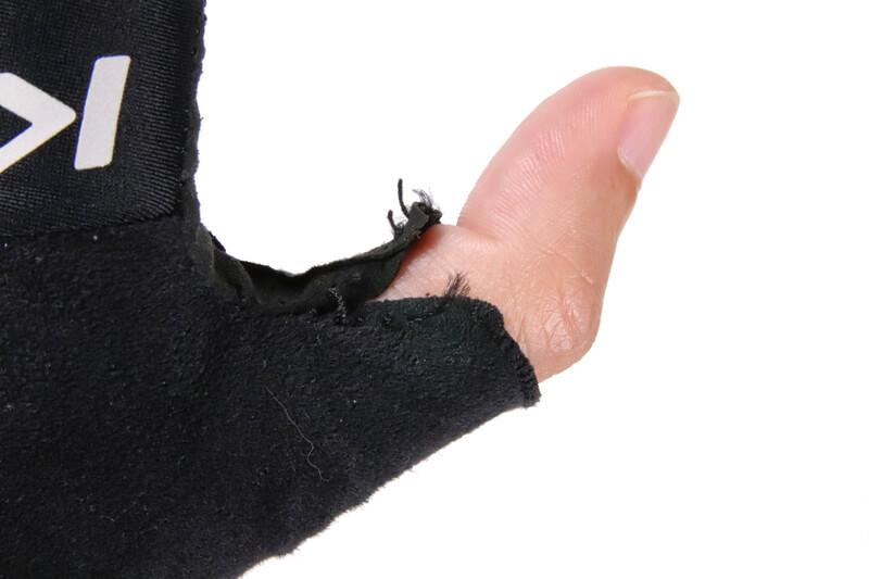 サイクルグローブの親指部分がほつれた