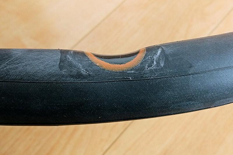 普通のパンク修理パッチをチューブに貼った状態