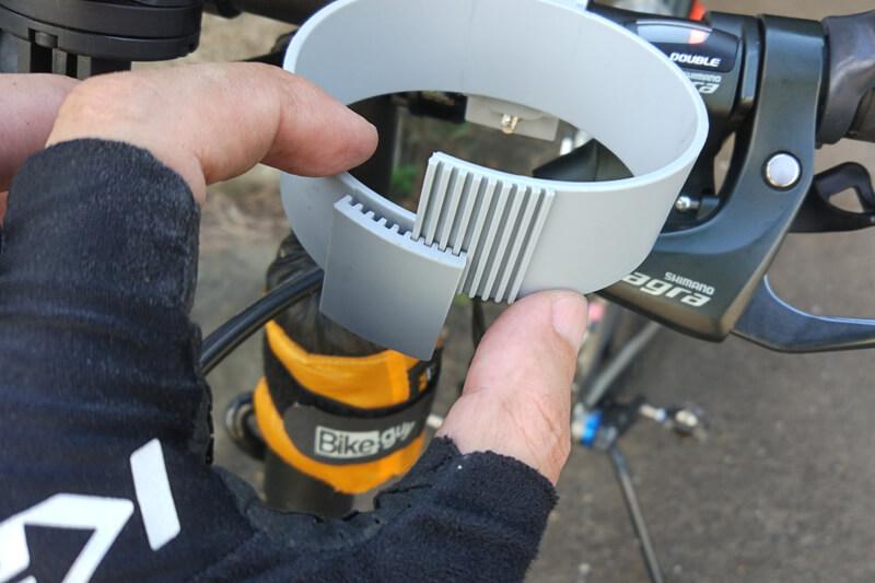 バイクガイのカップホルダーは、ほとんどのカップサイズに対応