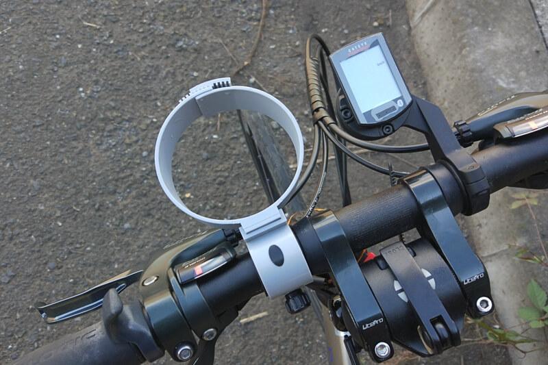 バイクガイのカップホルダーをハンドルに取り付けた