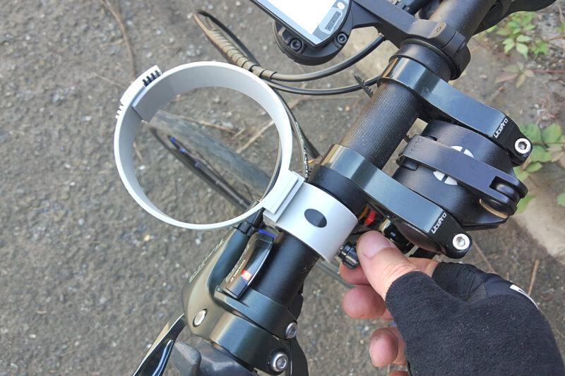 バイクガイのカップホルダーは工具いらず
