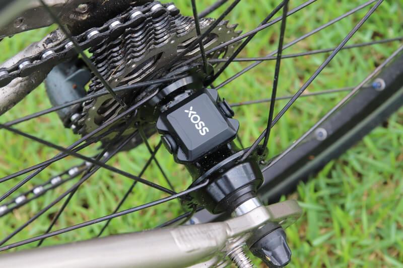 XOSS スピード&ケイデンスセンサーをハブに取り付ける