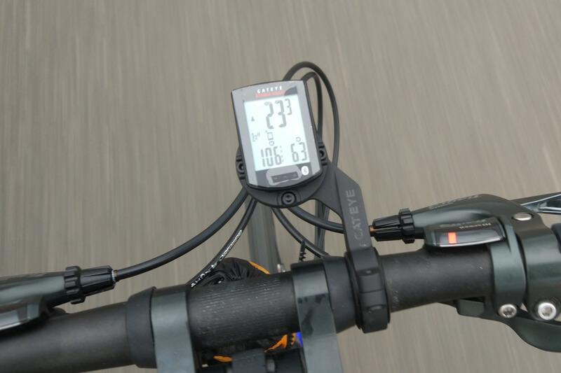 XOSS スピード&ケイデンスセンサーとキャットアイのサイコン