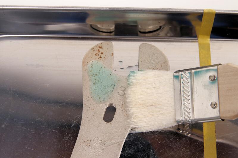 エーゼット サビアウトをハケで塗る