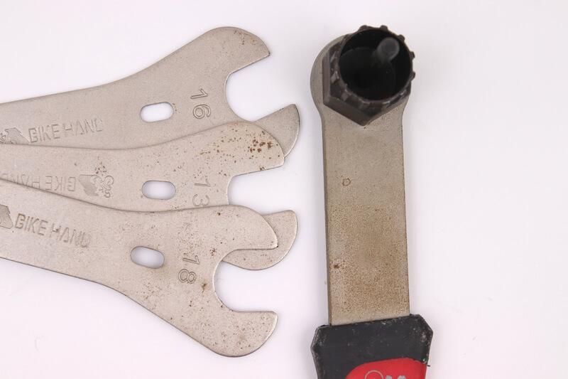錆びついた自転車工具
