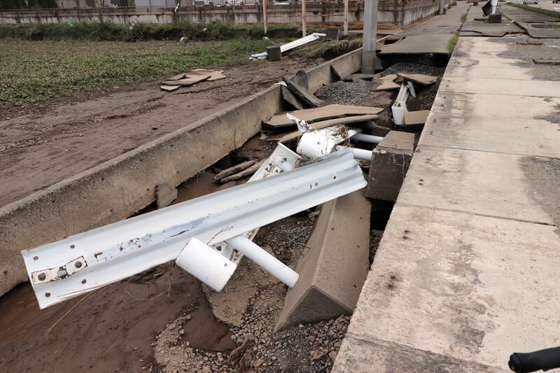 2019年10月14日 台風19号 栃木市大平町 倒れたガードレール