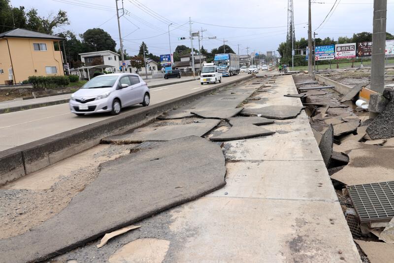 2019年10月14日 台風19号 栃木市大平町 アスファルトが剥がれた道