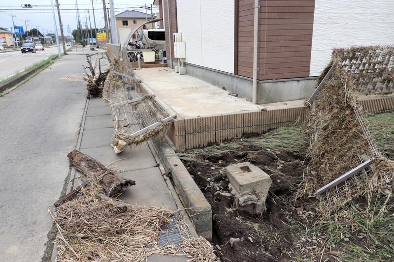 2019年10月14日 台風19号 栃木市大平町 なぎ倒されたフェンス