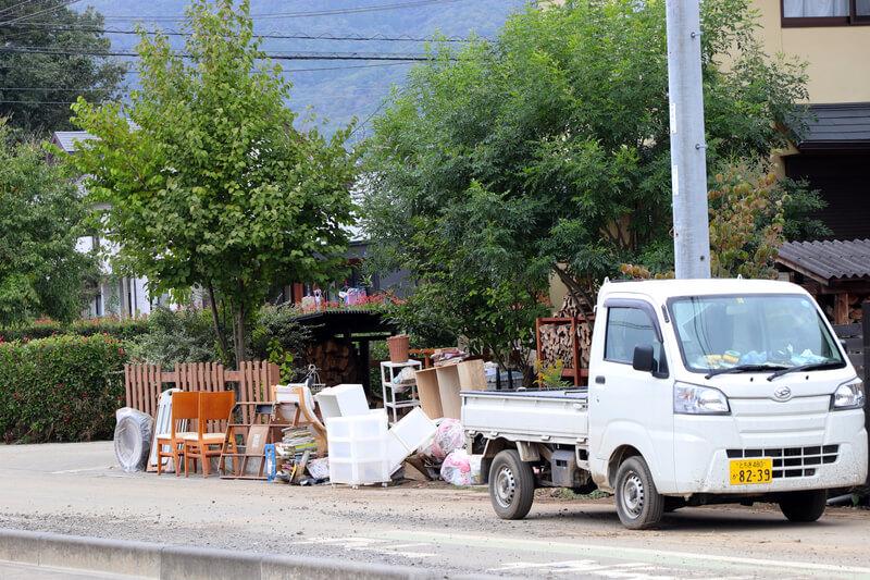 2019年10月14日 台風19号 栃木市大平町 家の家具を外に出している