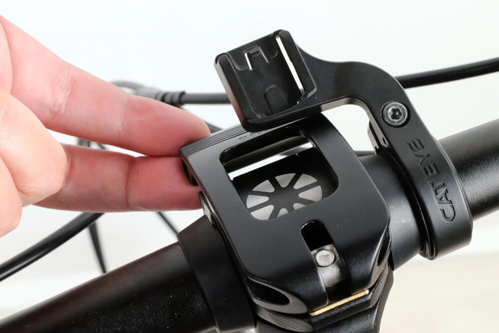 キャットアイ OF-100はDAHON K3のハンドル固定金具に接触する