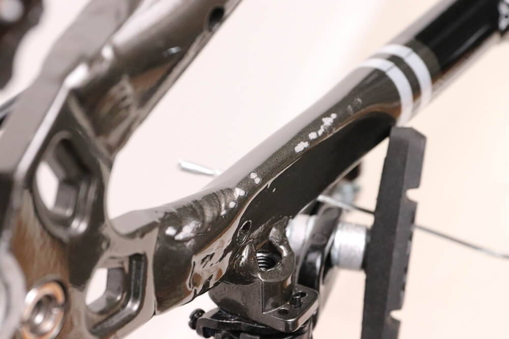 自転車チェーンが暴れてフレームを傷つけた