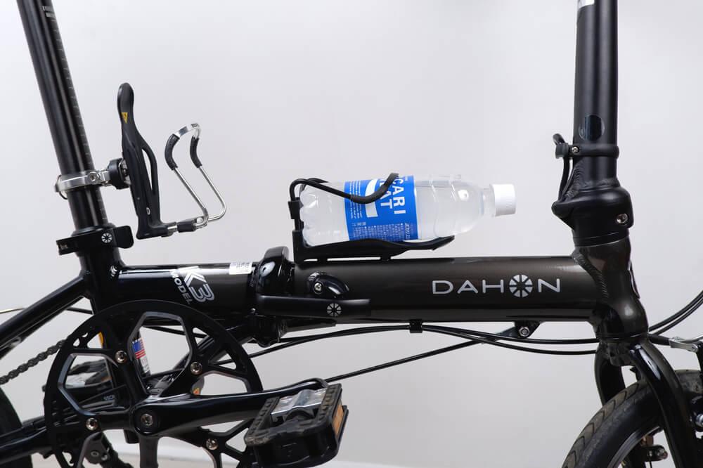 DAHON K3のボトルケージに500mlペットボトルを入れる