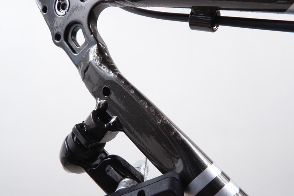 自転車フレームのタッチアップ1回目