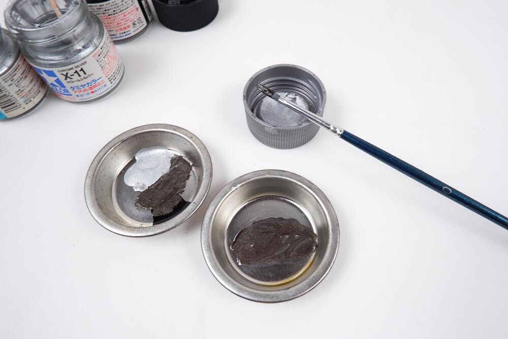 塗料皿でタミヤカラーを混ぜる