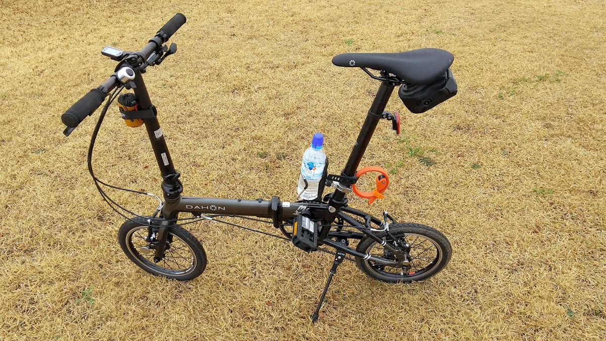広角カメラなら近くで撮っても自転車全体が入る