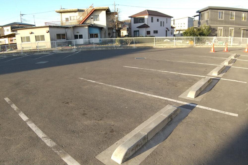 ワークマンプラスの駐車場