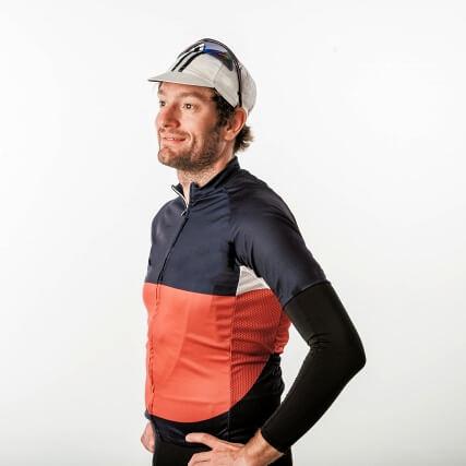 サイクリングウェアを着ている男性