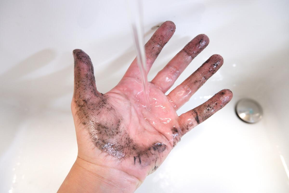 自転車の油汚れが綺麗に流れ落ちる
