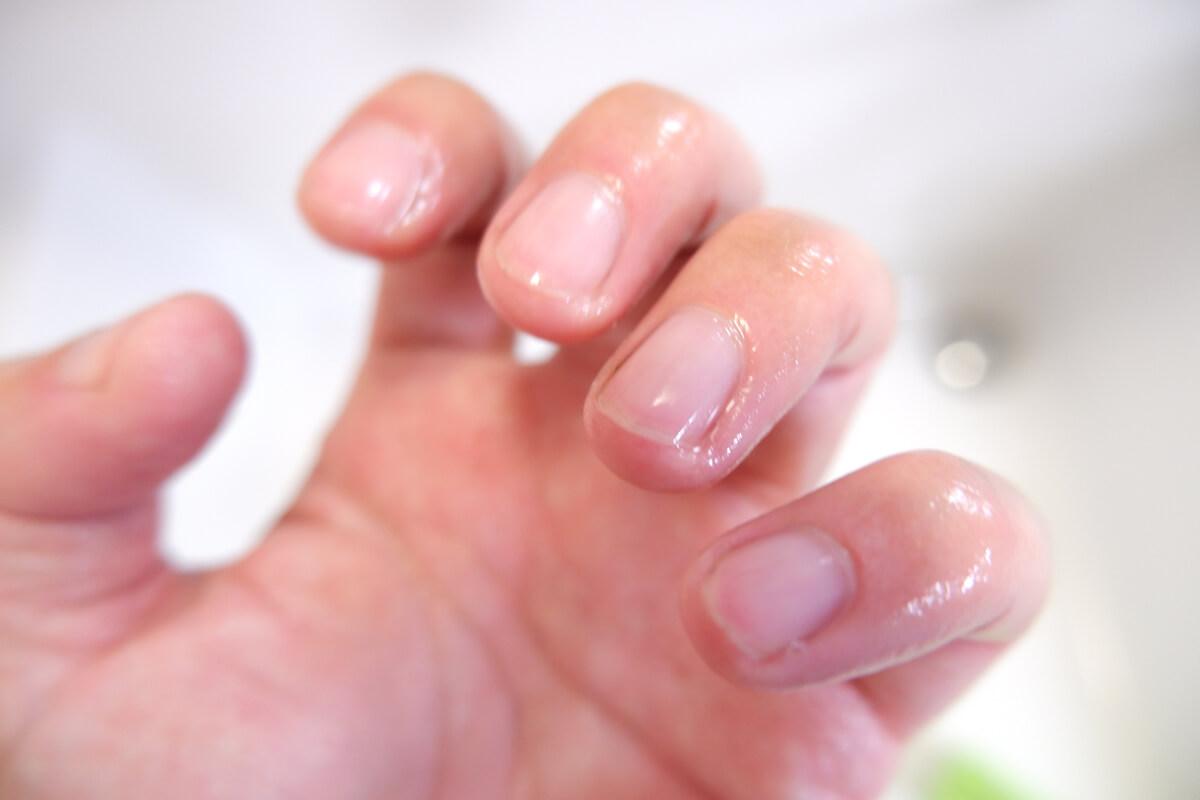 爪ブラシできれいになった指先