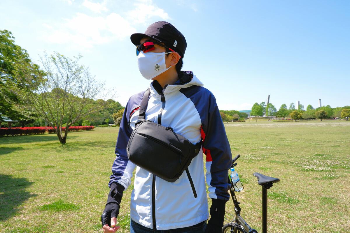 マスクを着用してサイクリング