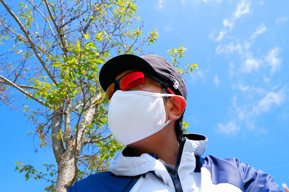 パールイズミのマスクを着用