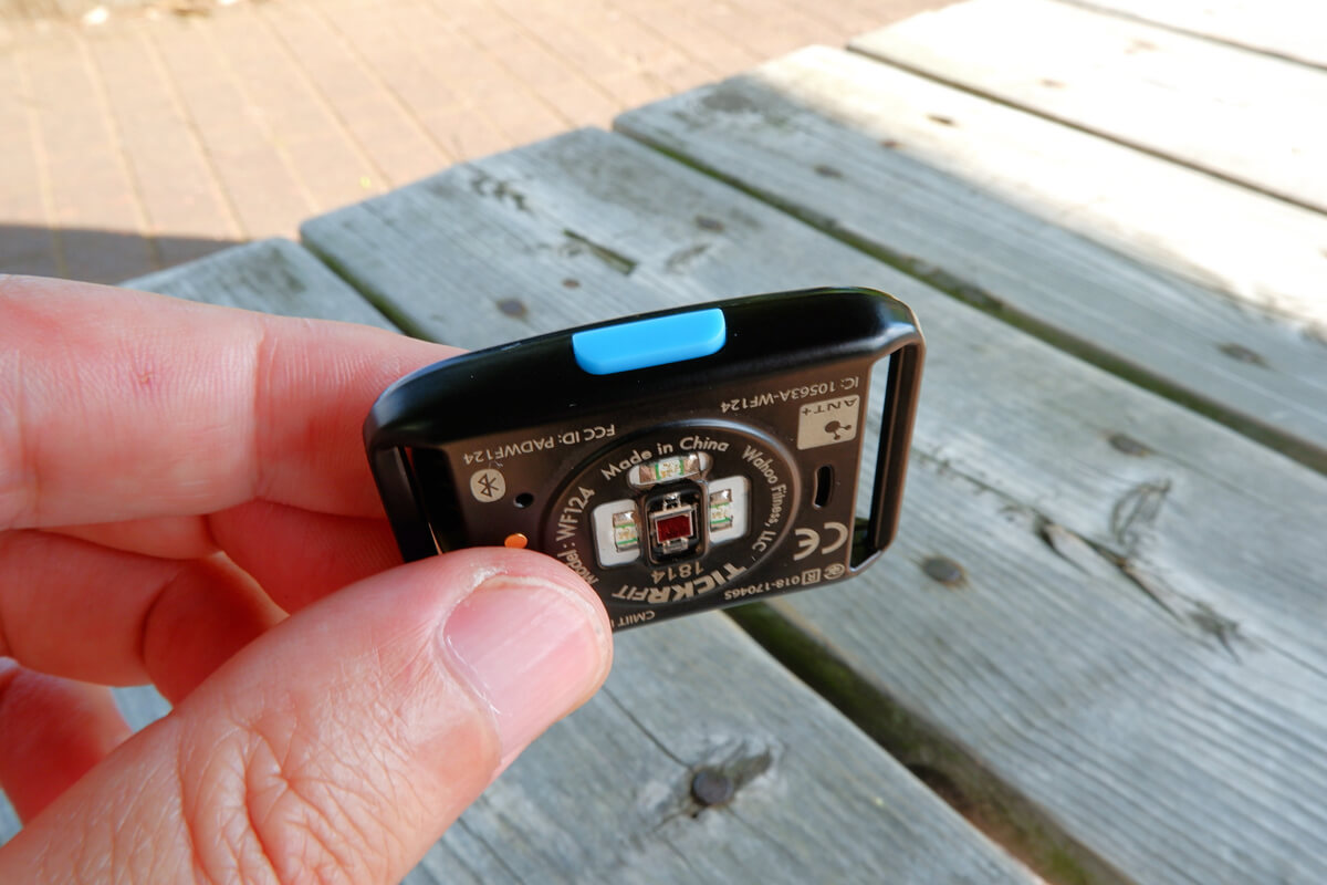 wahoo TICKR FITの電源ボタン