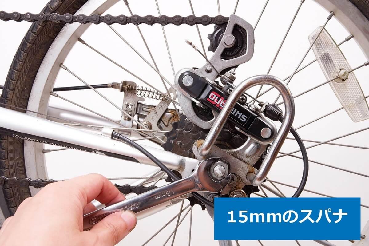 20インチ 折りたたみ自転車 後輪の変速機側のナットを外す