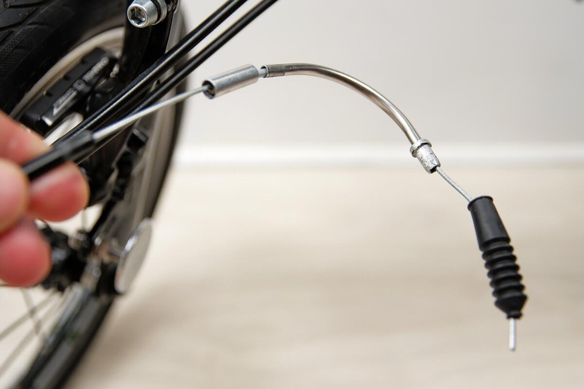 自転車のリードパイプをブレーキワイヤーから外す