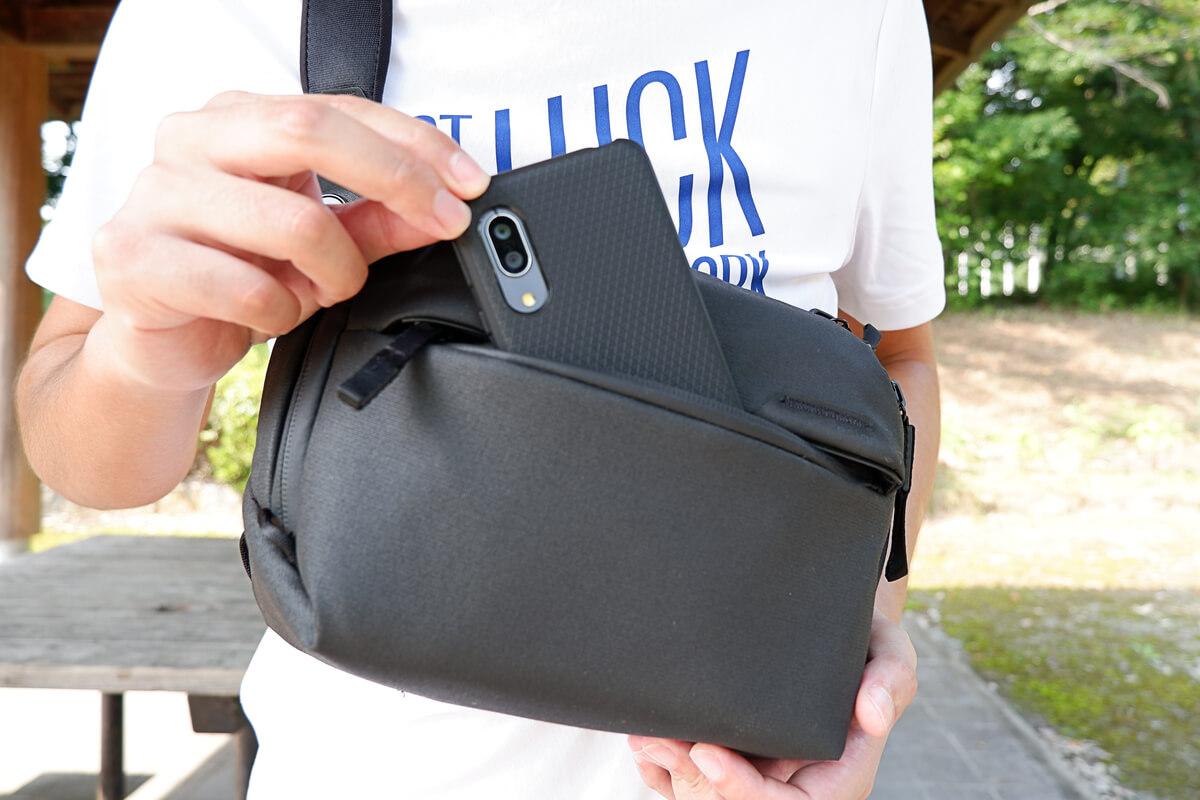 ピークデザイン エブリデイ スリング 3L、外側のポケット