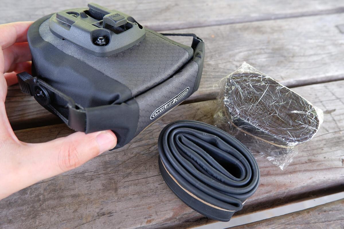 サドルバッグに自転車の予備チューブをしまうときの注意点