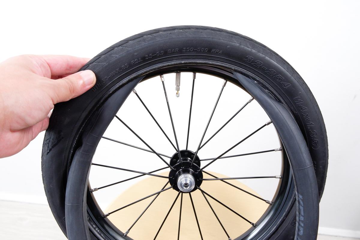 タイヤ内部にチューブがおさまる