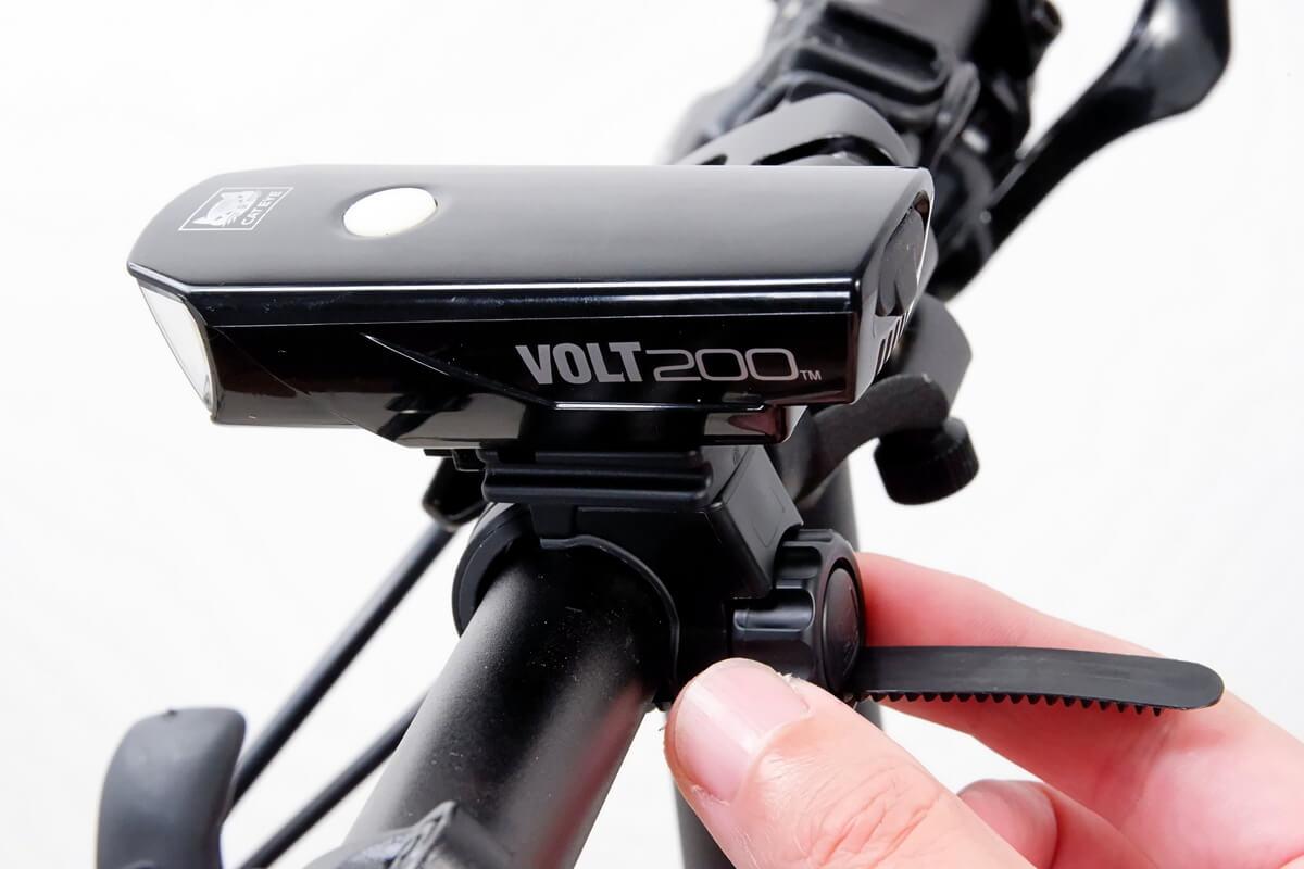 キャットアイ VOLT200をフラットバーハンドルに取り付ける