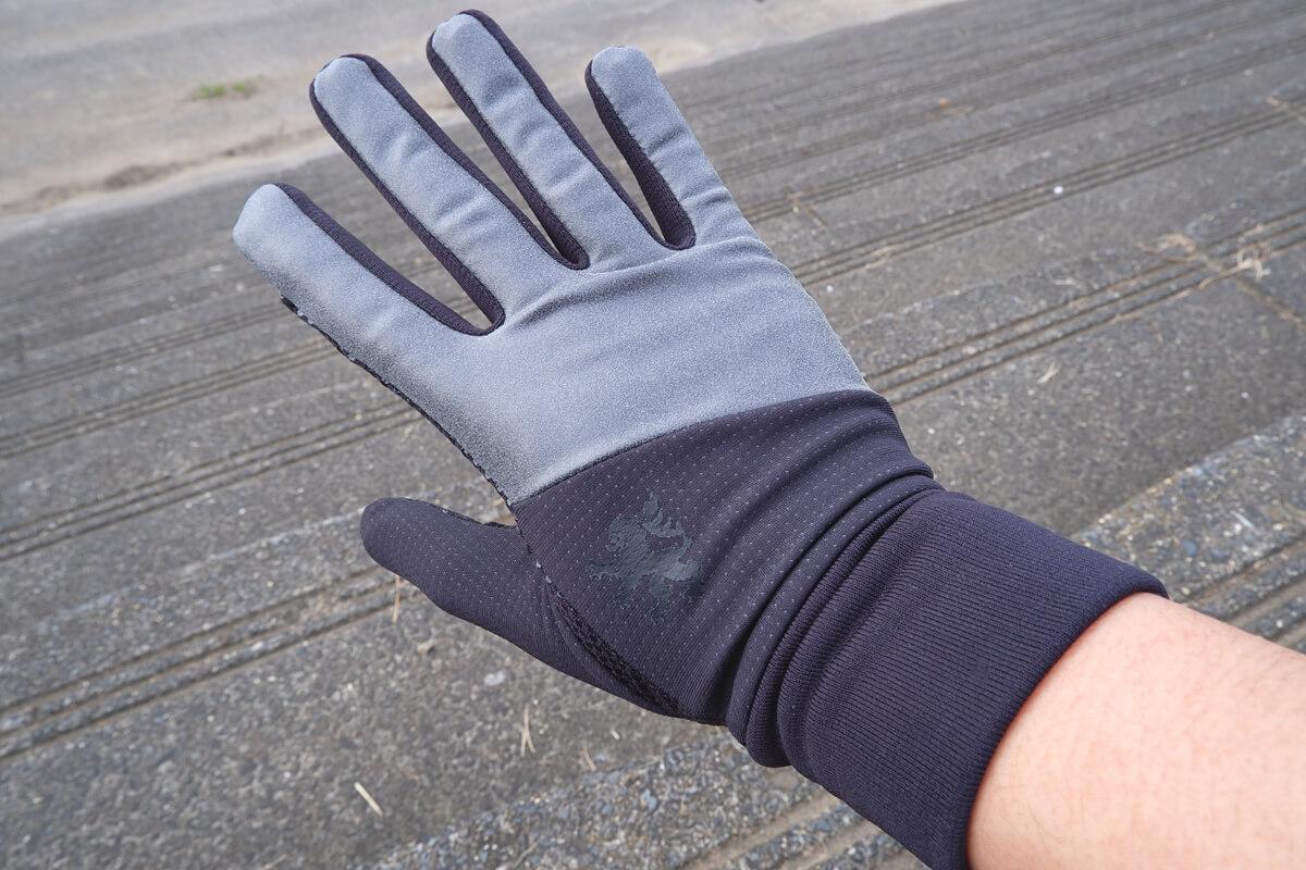 カペルミュール サーモグローブ リフレクションを右手に着用