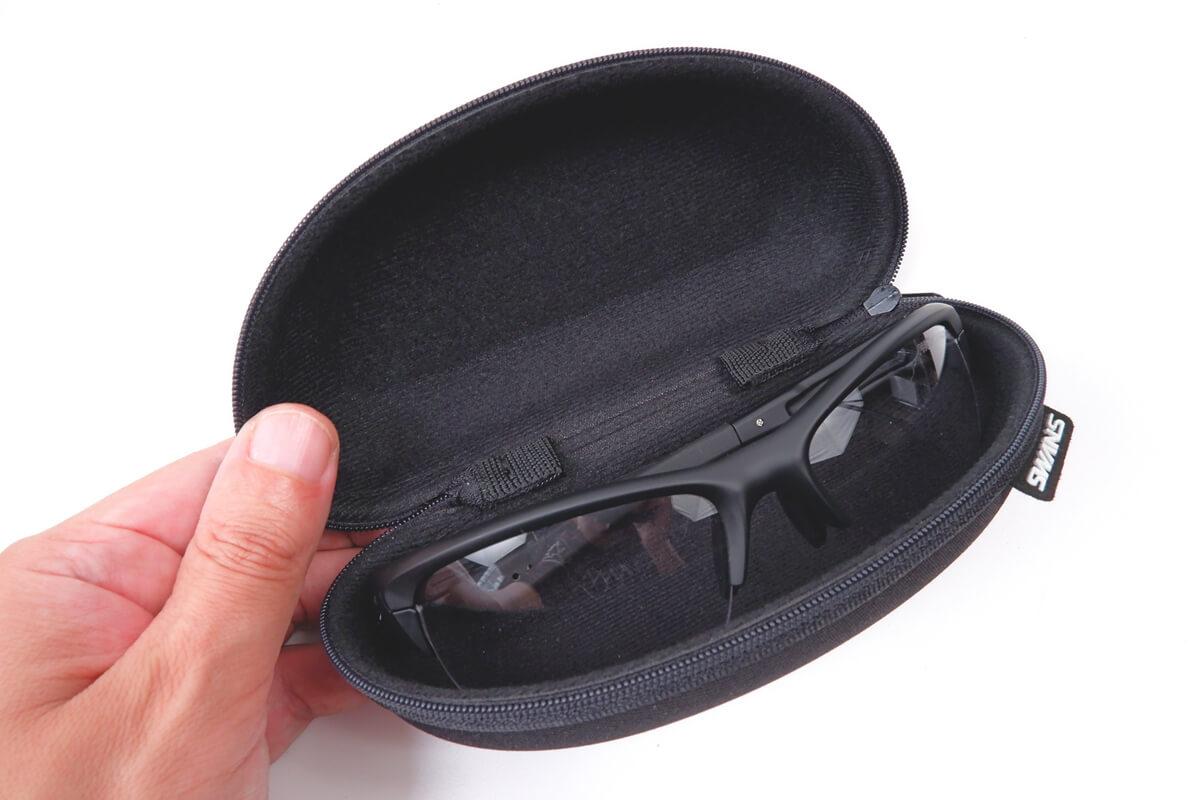 スワンズ スプリングボックのサングラスケース