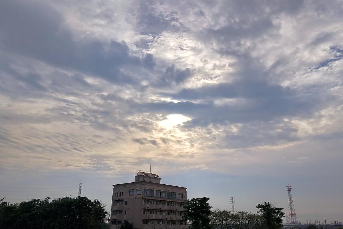 雲の隙間から日差し