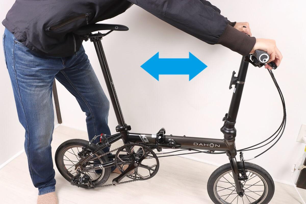 自転車を前後に揺すって緩みをチェック