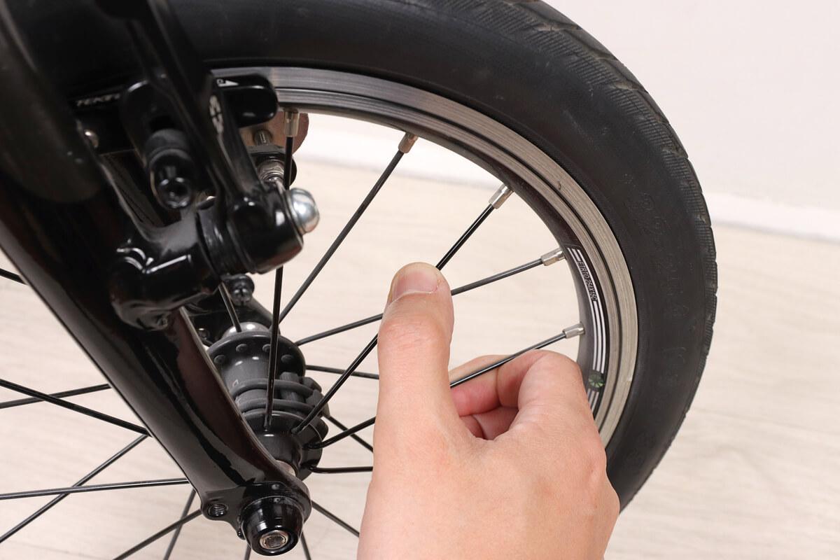 自転車スポークの緩みをチェック