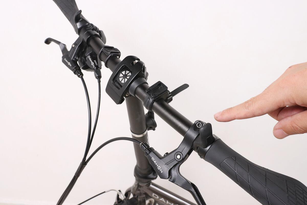 自転車ハンドルネジの緩みをチック