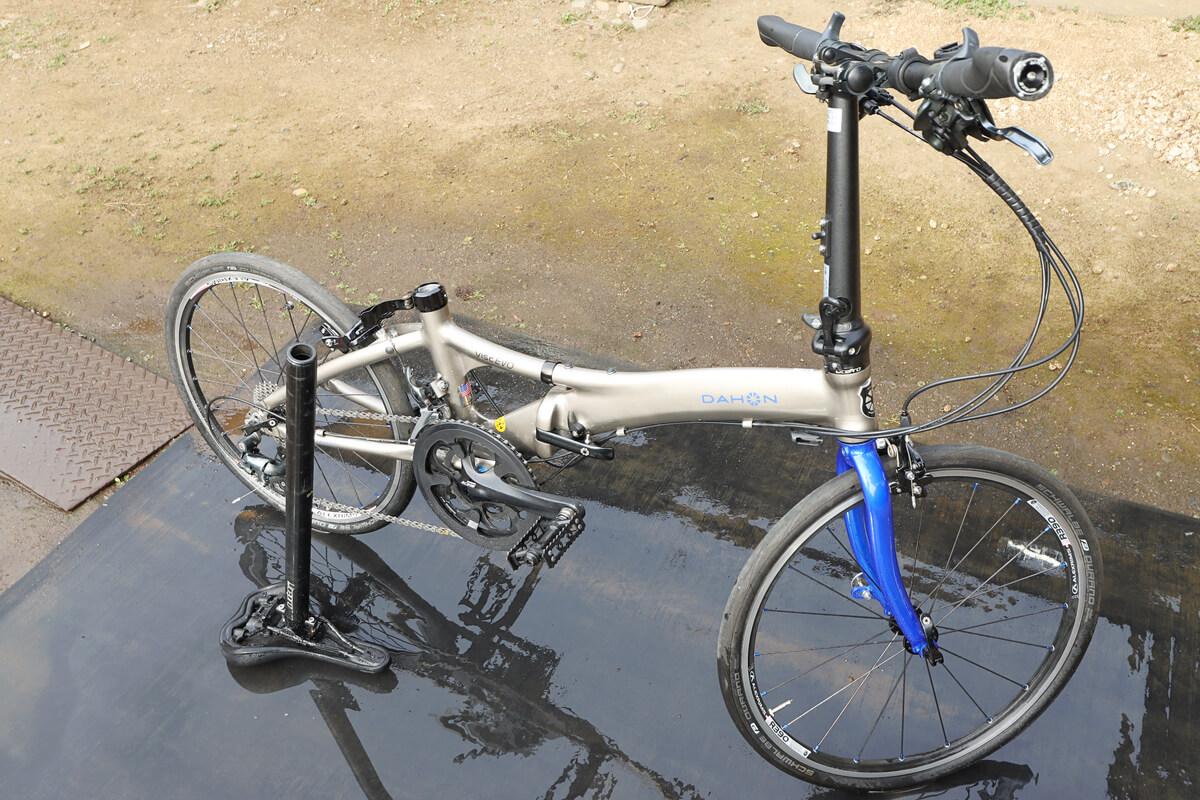 洗車した自転車を天日干しする