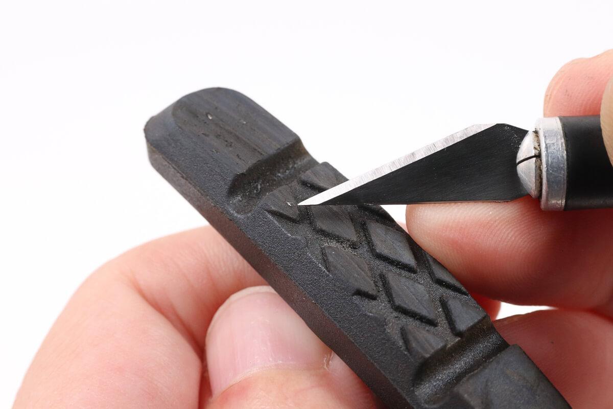ブレーキシューの鉄片を取り除く