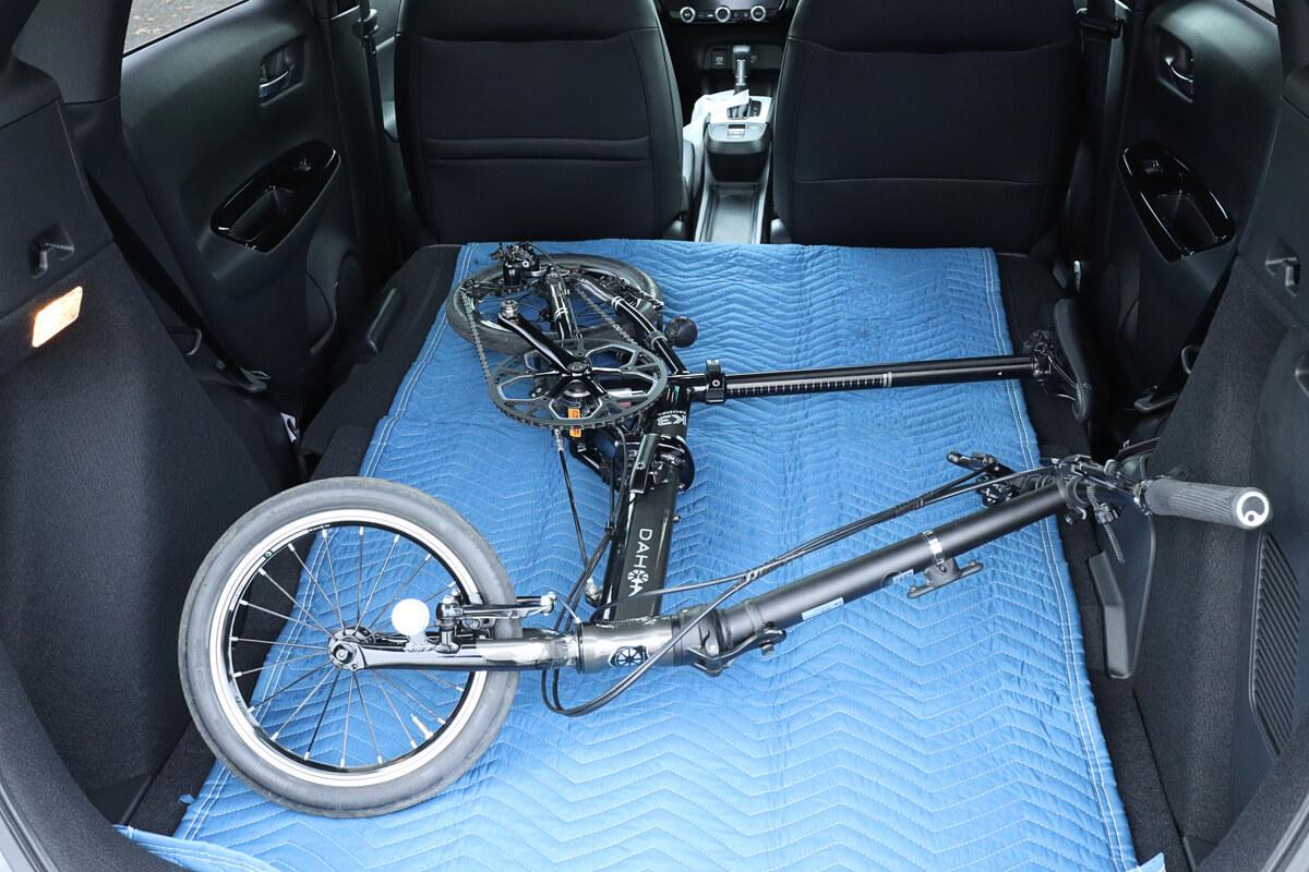 折りたたみ自転車を折りたたまずに車載する
