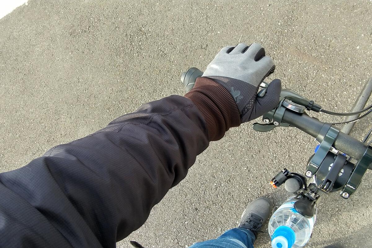 モンベル ウインドテクトサイクルアンダーシャツを着てサイクリング