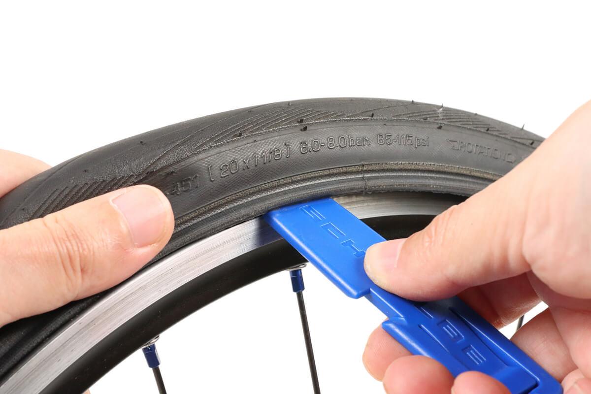 タイヤレバーを使うとチューブを傷つける
