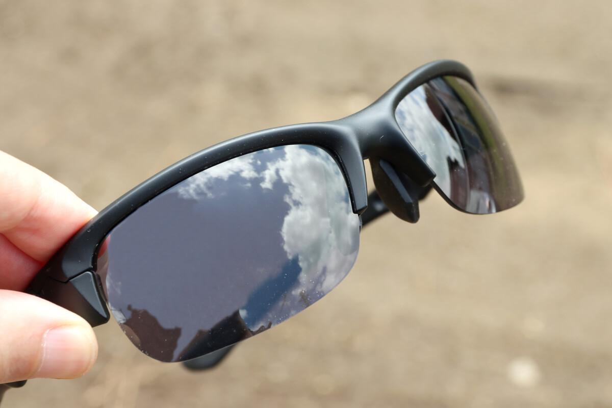 晴れた日の調光レンズは濃い色