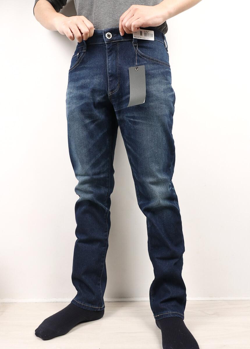 EDWIN ジャージーズ テーパード JMH32を着た男性