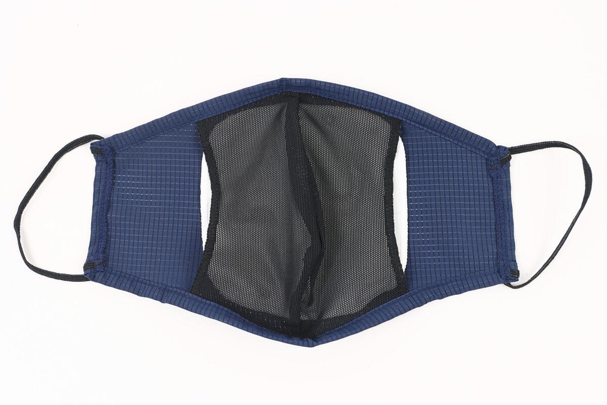 パールイズミのマスク MSK-02のポケットに生地を挟み込む
