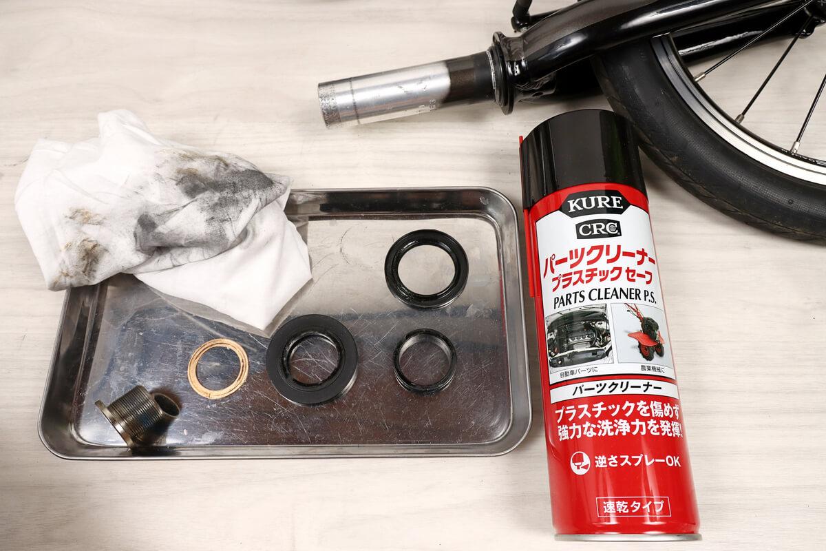 ヘッドセットの樹脂パーツにはKURE プラスチックセーフを使用する