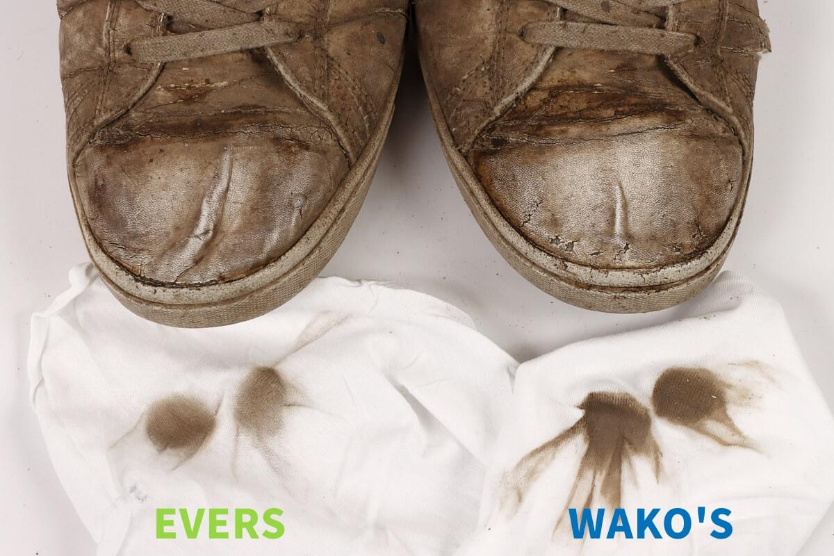 WAKO'SとEVERSマルチクリーナーでスニーカーのつま先を掃除