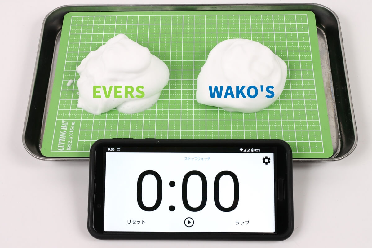 EVERSとWAKO'Sのマルチクリーナーの泡を比較